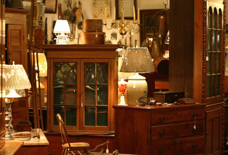 You'll discover over 5,000 antique dealers, ready to browse in Adamstown,  Antiques Capital, USA, a small historic town considered the best single  place in ... - Adamstown Antiques Capital USA Visit PA Americana